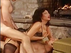 Hot whore Vanessa del Rio gets double dicked on her steamy h...