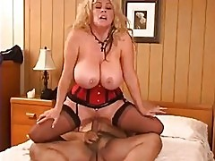 Ron Jeremy makes love to a mature buxom woman Pt 3/4